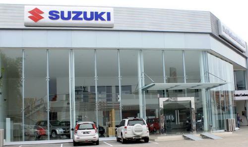 membeli mobil suzuki di dealer